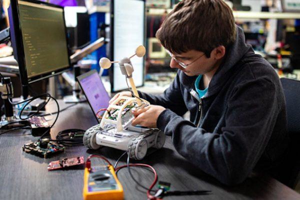 Sphero announce new programmable robot 'RVR'